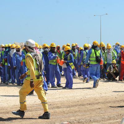 Siirtotyöläisiä Dohassa, Qatarissa.