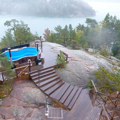 Rantakiinteistön Prostvik Resortin paljut kallion laella Paraisten Nauvossa