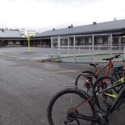 Lauttakylän koulun väistötilat korvaava koulu koulun piha