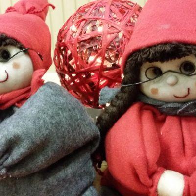 Käsityötonttuja joulumarkkinoilla