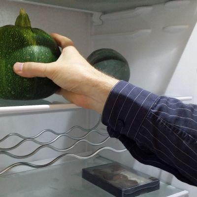 Lahjoitettu kesäkurpitsa jääkaapissa