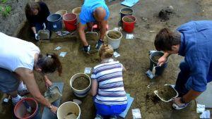 Ungefär 160 amatörarkeologer har deltagit i utgrävningarna ett stenkast från Heureka i Vanda.