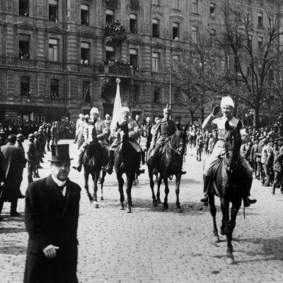 Valkoisten voitonparaati Helsingissä 16.5.1918.