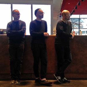 Oi maamme! -näyttely Kiasmassa, avajaiset 28.2.2017. Sami van Ingen, Timo Wright ja Mika Taanila.