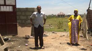 Hassan och hans familj har fått en solpanel installerad på hustaket och har för första gången elektricitet hemma.