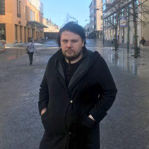 Lucas Skrabb på gågatan i Jakobstad.