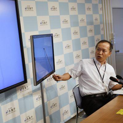 Japanin ilmatieteenlaitoksen johtaja Toshiyuki Matsumori puhui lehdistötilaisuudessa Takiossa sunnuntaina 3. syyskuuta.