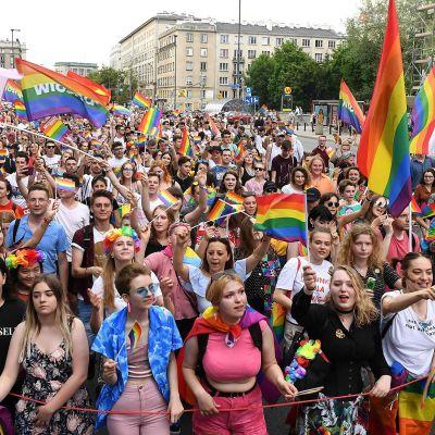 Varsova pride -mielenosoitus.