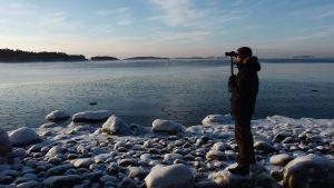 Ornitolog räknar sjöfåglar i Kimitoön