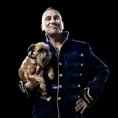 Markoolio med en hund.