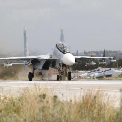 Venäläinen Su-35-hävittäjä Syyrian Hmeiminin tukikohdassa toukokuussa 2016.