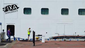 Avloppstömning i Helsingfors hamn.