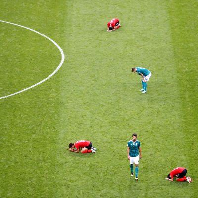 Etelä-korea voitti Saksan 2-0 keskiviikkona 27. kesäkuuta, jonka seurauksena Saksa tippui MM-kisoista jo alkulohkovaiheessa.