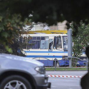 Kaapattu linja-auto ukrainalaisessa Lutskin kaupungissa.