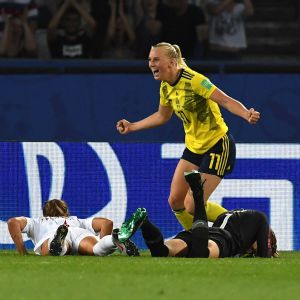 Stina Blackstenius sköt Sverige till semifinal.