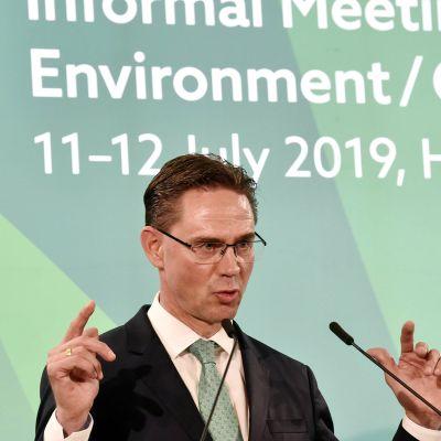 EU-komission varapuheenjohtaja Jyrki Katainen EU:n epävirallisessa ympäristöministerikokouksessa Helsingissä 12. heinäkuuta.