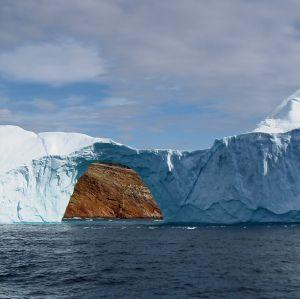 Isberg vid den grönländska kusten.