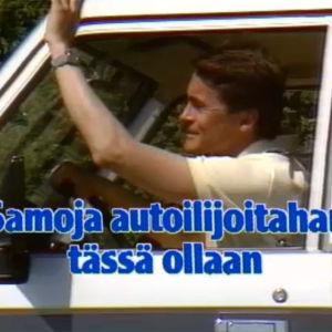 Mies vilkuttaa auton ikkunasta tietoiskussa