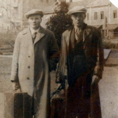 Hanski (oik.) todennäköisesti juuri ennen Kanadanmatkaa tuntemattoman matkakumppaninsa kanssa vuonna 1929
