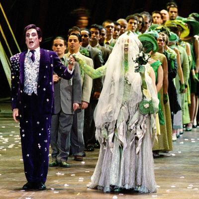 Jupiterin ja Platean häät oopperassa Sammakkokuningatar