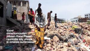 Vuosi onnettomuuden jälkeen Rana Plazan raunioilla käy uhreja ja omaisia suremassa.