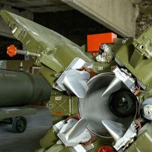 Kansainväliset jännitteet ovat jälleen voimistuneet, ja suurvaltojen välinen ydinasevarustelu kiihtynyt.