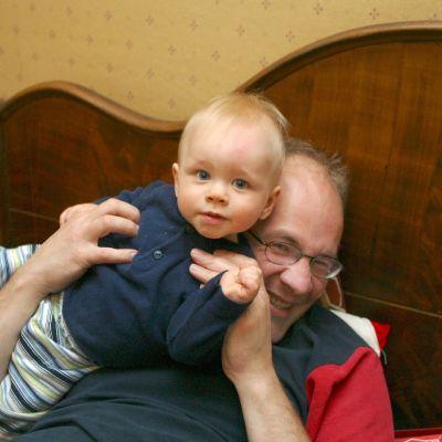 far och son på soffran