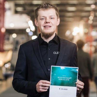 Karlebybon Johannes Myllykoski har uppfunnit en apparat som rensar vattendrag från plast.