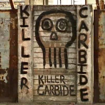 Seinään kirjoitettu teksti Killer Carbide Intian Bhopalissa