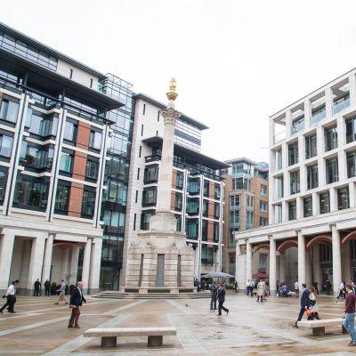 Lontoon pörssin rakennus.