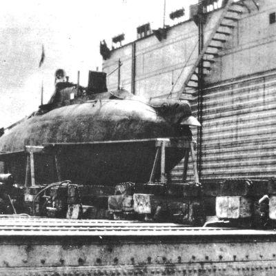 """Yhdysvalloissa vuonna 1901 valmistettu sukellusvene """"Fulton""""."""