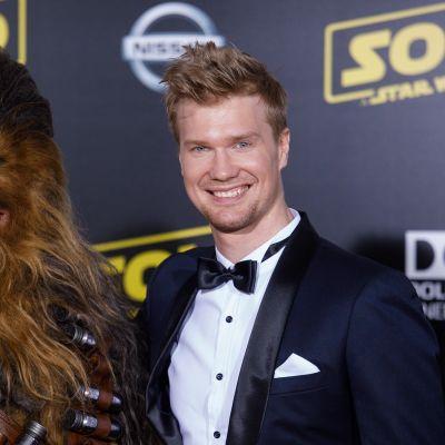 Tähtien sota -elokuvan tähdet ylistävät Chewbaccaa näyttelevää Joonas Suotamoa