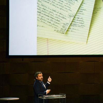 Obaman puheenkirjoittaja Cody Keenan Retoriikan kesäkoulun seminaarissa.
