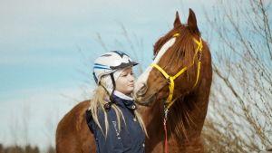 Matkaratsastaja ja hevonen