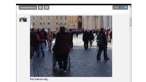 Folk köar in till St Peterskyrkan för inledande mässan inför valet av ny påve.