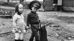 Lapsia Kostamuksessa 70-luvulla.