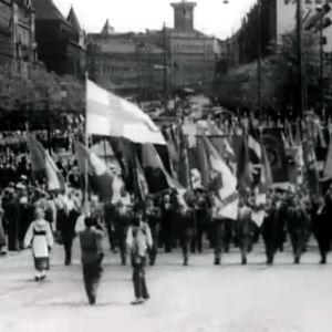 SAKin 50-vuotisjuhlien juhlakulkue Helsingissä Mannerheimintiellä 1957