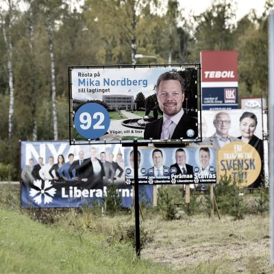 Valaffischer i Mariehamn inför lagtingsval på Åland.