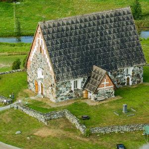 Kuvassa keskiaikainen kivikirkko