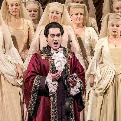 Giuseppe Filianoti on keisari Titus oopperassa Tituksen lempeys