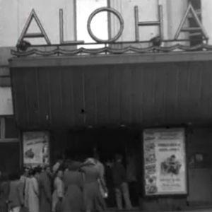 Ihmiset jonottavat Tuulen viemän ensi-iltaan elokuvateatteri Alohaan (1950).