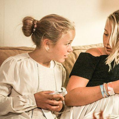 Två flickor i den norska tv-serien Jenter