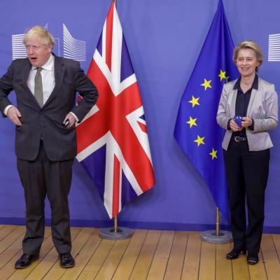 Britannian pääministeri Boris Johnson ja EU-komission puheenjohtaja Ursula von der Leyen Brysselissä.
