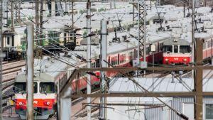 Många tåg på spåren i Böle.