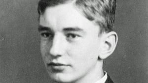 Studentporträtt av Olof Enckell 1917.