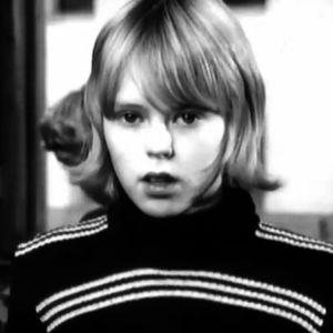 Koululainen esittää kysymyksen Kysy pois, Küsi julgesti -ohjelmassa 1974