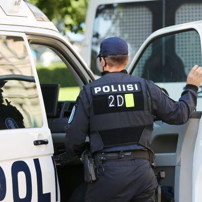 poliisi menossa maijaan Espalla
