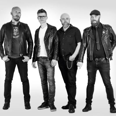 Bandet Steinhard mot vit bakgrund.
