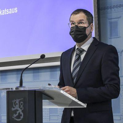 Suomen talous supistui vähemmän kuin mitä odotettiin, finanssineuvos Jukka Railavo toteaa.