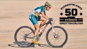 Pia Sundstedt cyklar. På bilden också logon för Svenskfinlands 50 största idrottshjältar.